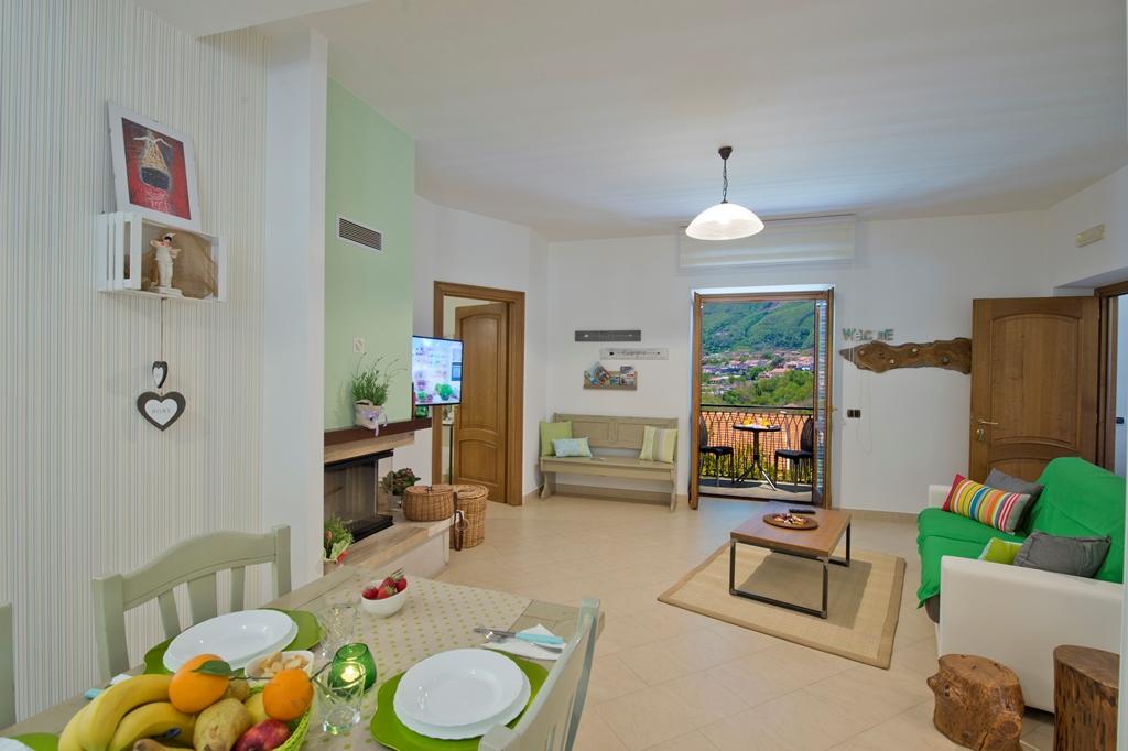 Foto casa vacanze aria di verde appartamenti agerola e for Foto di appartamenti arredati